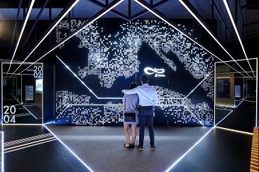 由發展局及規劃署合辦的「印象∞香港」展覽,正在中環展城館展出。
