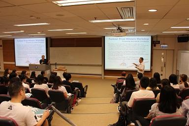 (左起)人工智能課程新聞系一級講師胡辟礫、香港浸會大學傳理學院高級講師兼國際新聞文學碩士課程主任張少威、新聞系研究助理教授張昕之。